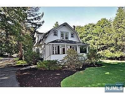 Upper Saddle River Single Family Home For Sale: 52 Old Stone Church Road