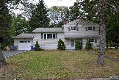 Closter Single Family Home For Sale: 104 Carlson Court