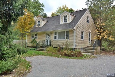 Upper Saddle River Single Family Home For Sale: 336 Lake Street