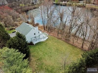 Mahwah Single Family Home For Sale: 27 Halstead Way