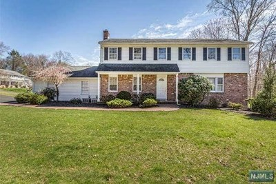 Woodcliff Lake Single Family Home For Sale: 2 Kings Court