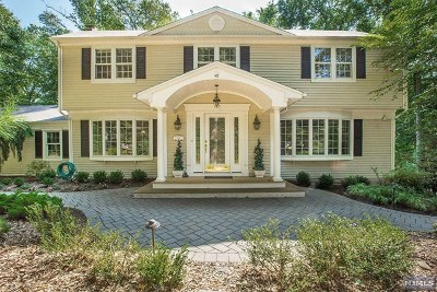 Upper Saddle River Single Family Home For Sale: 40 Yeoman Drive