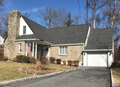 Oradell Single Family Home For Sale: 820 Bellis Parkway