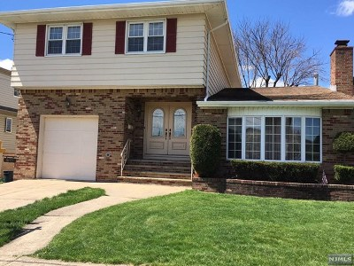 Secaucus Single Family Home For Sale: 675 Hudson Avenue