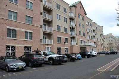 Englewood Condo/Townhouse For Sale: 3108 Windsor Park Court