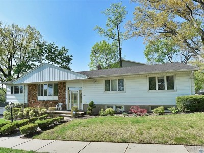 Teaneck Single Family Home For Sale: 1193 East Laurelton Parkway