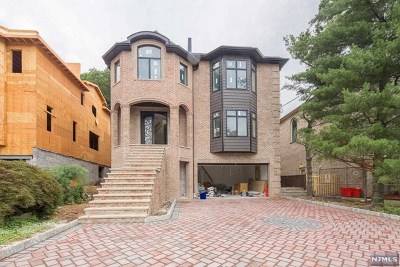 Cliffside Park Single Family Home For Sale: 57 Riverview Avenue