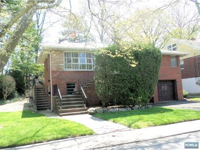 Fort Lee Single Family Home For Sale: 1070 Harvard Place