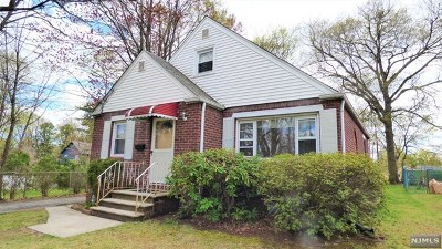 New Milford Single Family Home For Sale: 185 Huguenot Drive