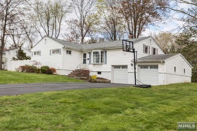 Montvale Single Family Home For Sale: 33 Madison Avenue