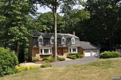 Mahwah Single Family Home For Sale: 3 Arrowhead Road