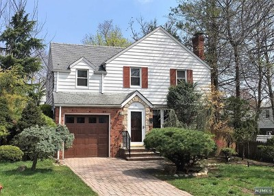 Teaneck Single Family Home For Sale: 81 Midwood Road