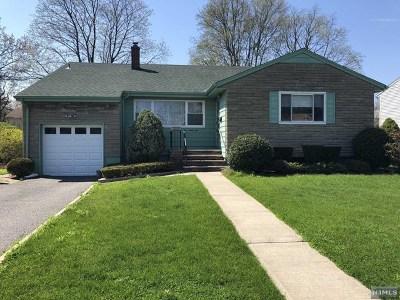 New Milford Single Family Home For Sale: 544 Berkley Street
