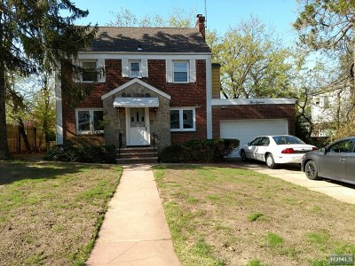 Teaneck Single Family Home For Sale: 518 Ogden Avenue
