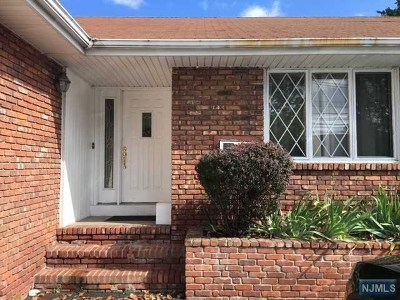 Totowa Single Family Home For Sale: 983 Riverview Drive