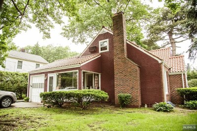 Teaneck Single Family Home For Sale: 140 East Lawn Drive
