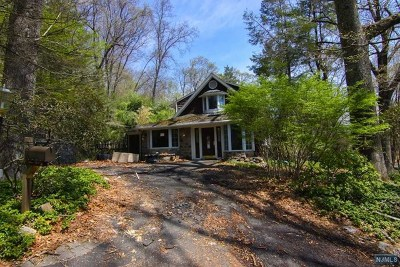 Mahwah Single Family Home For Sale: 100 Deerhaven Road