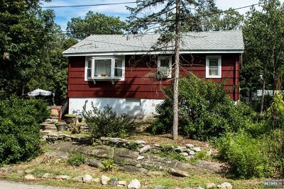 Wanaque Single Family Home For Sale: 11 Oak Street