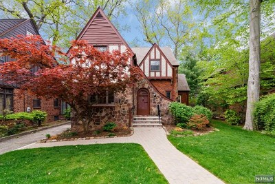 Teaneck Single Family Home For Sale: 515 Standish Road