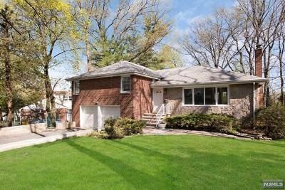 Leonia Single Family Home For Sale: 425 Grandview Terrace