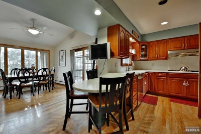 Fair Lawn Single Family Home For Sale: 30 Margaret Court