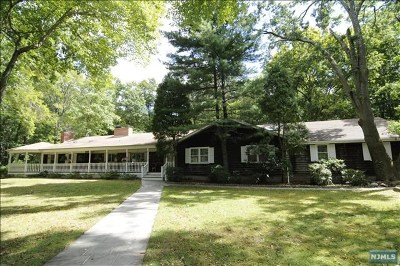 Mahwah Single Family Home For Sale: 2 Elizabeth Lane