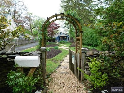 Glen Rock Single Family Home For Sale: 40 Dean Street