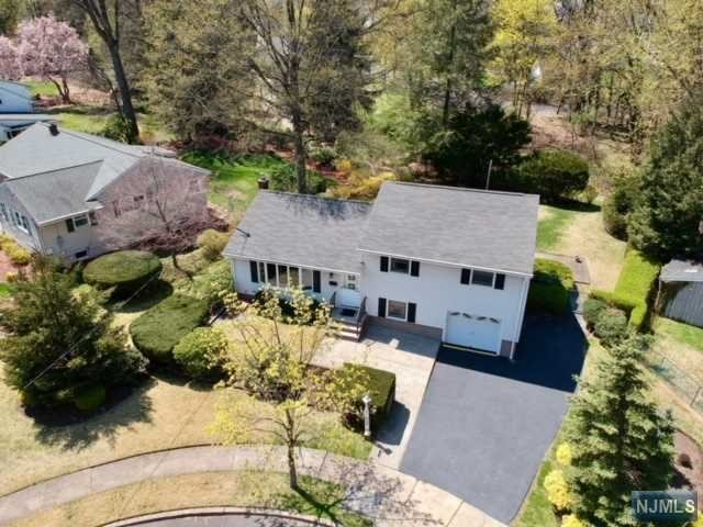 3 bed / 1 full, 1 partial baths Home in Oradell for $564,900