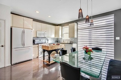 West New York Condo/Townhouse For Sale: 457 Buffalo Court