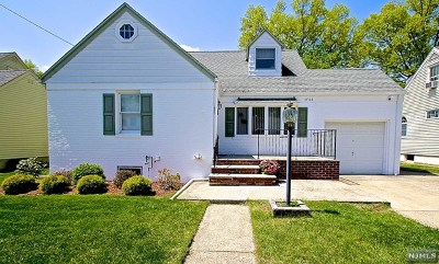 Fair Lawn Single Family Home For Sale: 17-06 Hunter Place