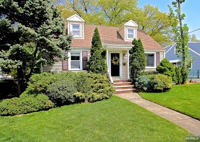 Fair Lawn Single Family Home For Sale: 8-21 Melvin Place