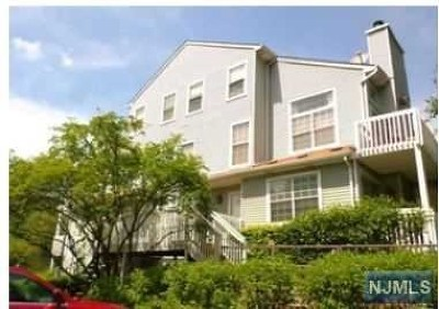 Englewood Condo/Townhouse For Sale: 39 Eagles Notch Drive