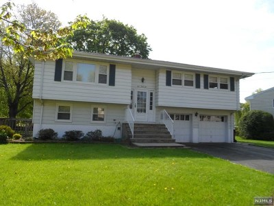 Paramus Single Family Home For Sale: 462 Evergreen Place