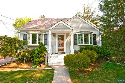 Ridgewood Single Family Home For Sale: 371 Chesterfield Street
