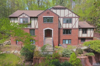 Upper Saddle River Single Family Home For Sale: 49 Aspen Way