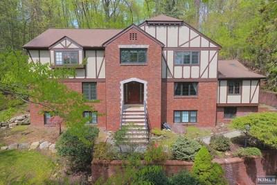Upper Saddle River Single Family Home For Sale: 49 Aspen Way