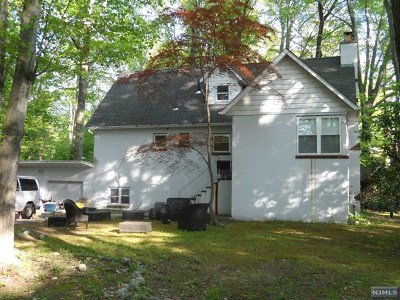 Paramus Single Family Home For Sale: 158 Forest Avenue
