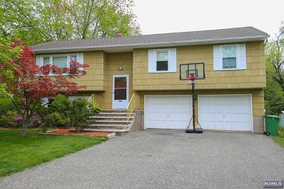 Paramus Single Family Home For Sale: 380 Wagner Court