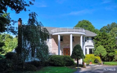Upper Saddle River Single Family Home For Sale: 327 East Saddle River Road