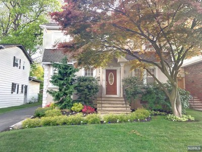 Englewood Cliffs Single Family Home For Sale: 30 Dillingham Place
