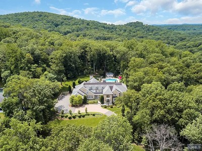 Franklin Lakes Single Family Home For Sale: 644 Navaho Trail Drive