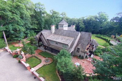Mahwah Single Family Home For Sale: 551 Campgaw Road