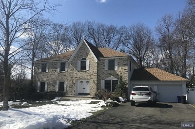 Mahwah Single Family Home For Sale: 32 Vail Place