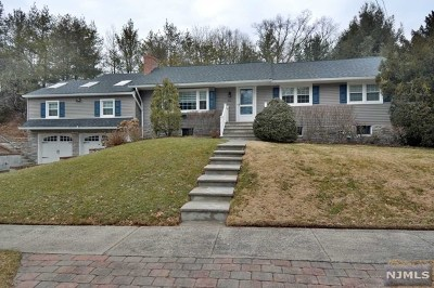 Waldwick Single Family Home For Sale: 1 Maple Court