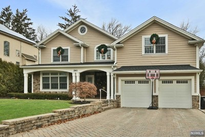 Paramus Single Family Home For Sale: 261 Addison Place