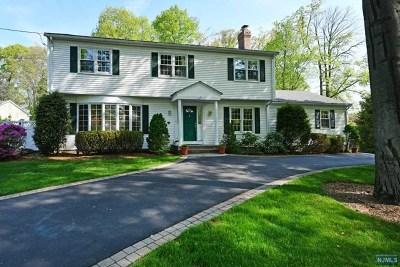 Mahwah Single Family Home For Sale: 120 Tam O Shanter Drive