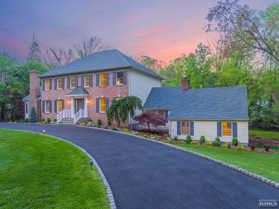 Upper Saddle River Single Family Home For Sale: 52 Danebury Downs