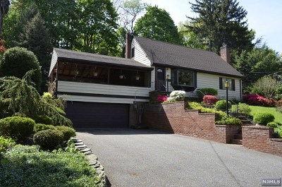 Mahwah Single Family Home For Sale: 46 Devine Drive