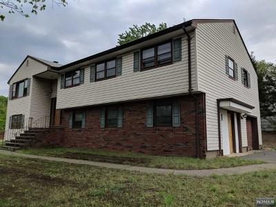 Paramus Single Family Home For Sale: 270 University Way