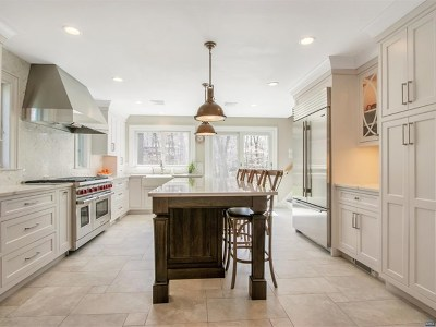 Upper Saddle River Single Family Home For Sale: 32 Winding Way